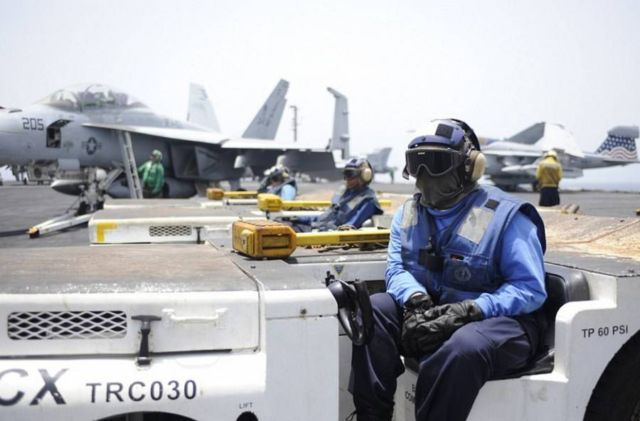The color-coded uniforms of US Aircraft Carrier Crews (6)