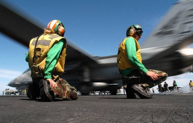 The color-coded uniforms of US Aircraft Carrier Crews (5)