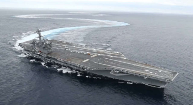Amazing Aircraft Carrier High Speed Turns