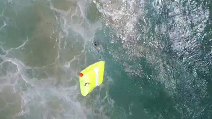 Lifeguard Drone used to save two Swimmers