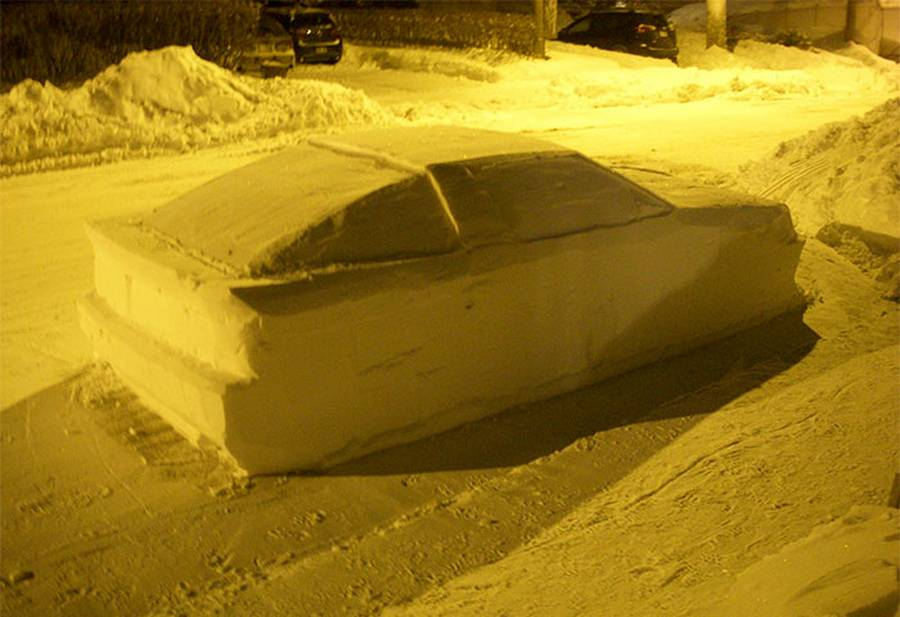 Snow car in street confuses Police