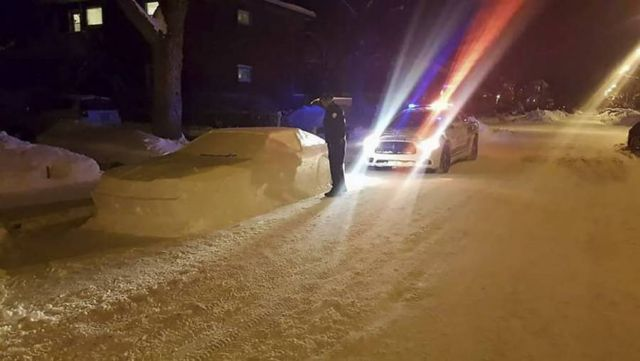Snow car in street confuses Police (3)