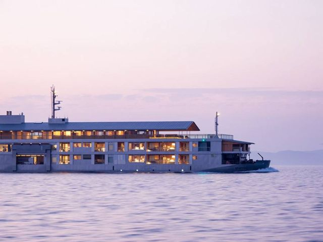 Guntu Luxury Japanese Floating Hotel (8)
