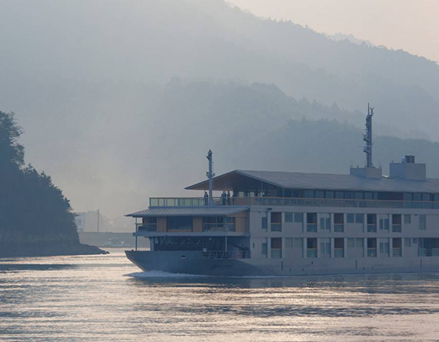 Guntu Luxury Japanese Floating Hotel (4)