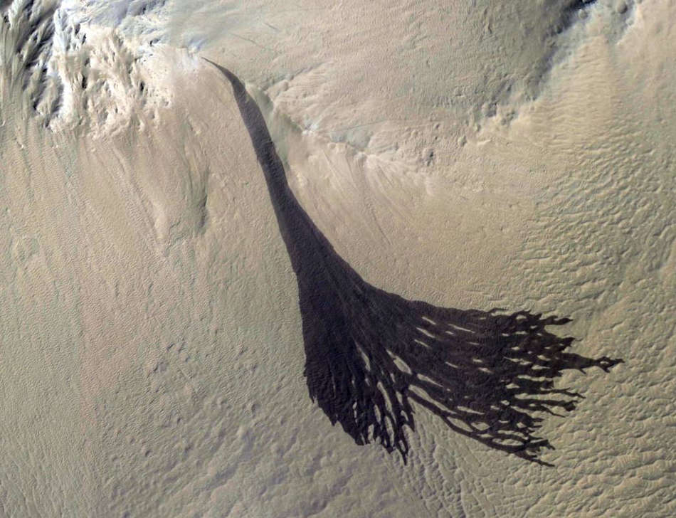 Splitting Slope Streaks on Mars