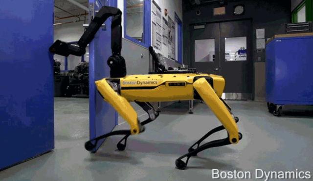 This Robot can open Doors