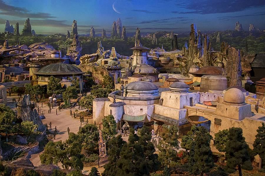 Disney teases Star Wars theme park