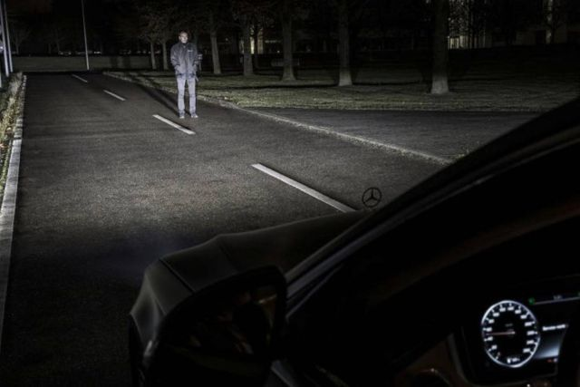 Mercedes Digital Headlight (3)