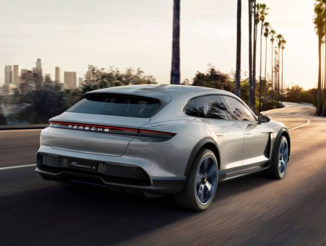 Porsche Mission E Cross Turismo CUV