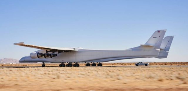 Taxi Test of the world's biggest Airplane (4)