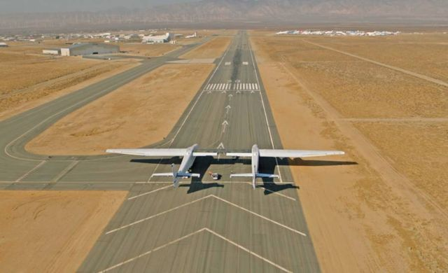 Taxi Test of the world's biggest Airplane (2)