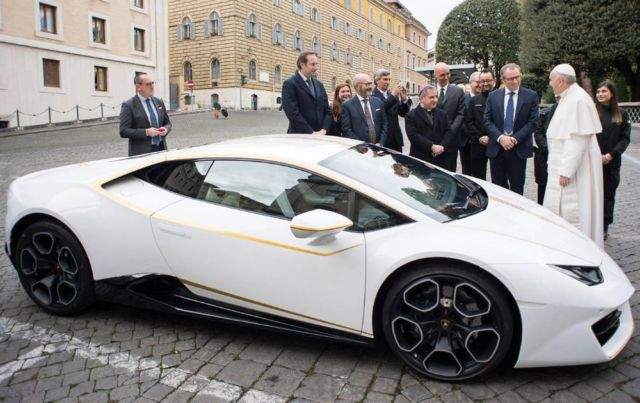 Pope Francis' Lamborghini Huracan for charity