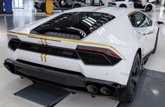 Pope Francis' Lamborghini Huracan for charity (4)