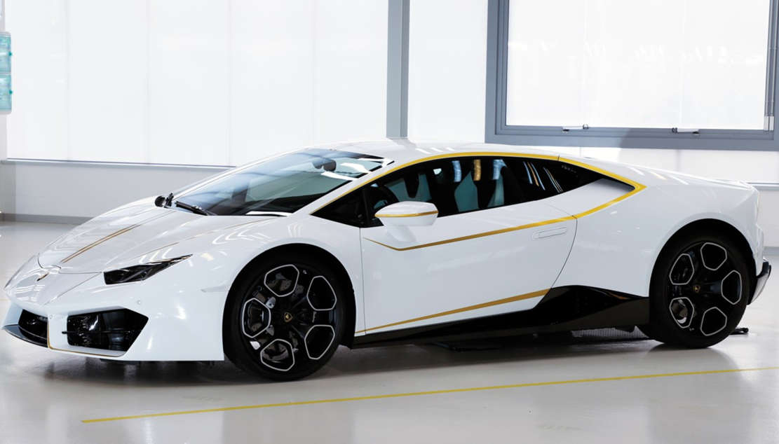 Pope Francis' Lamborghini Huracan for charity (1)
