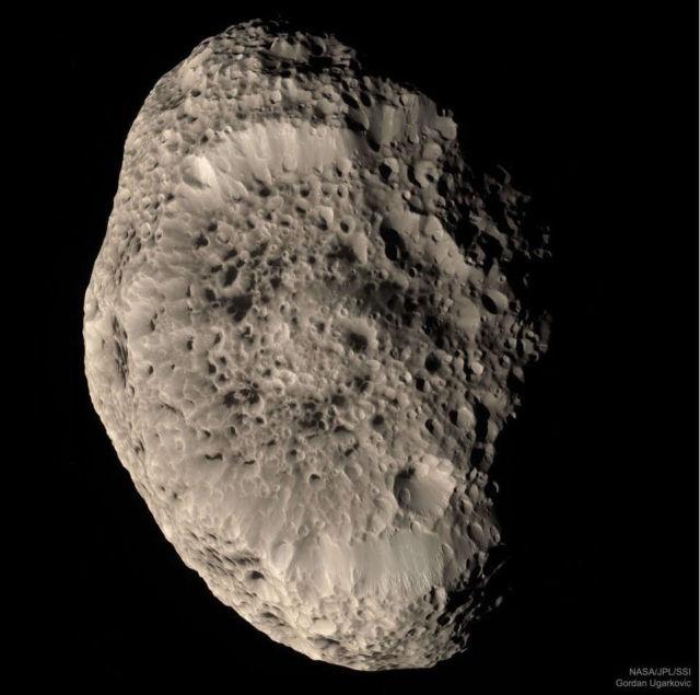 Strange Saturn's moon Hyperion