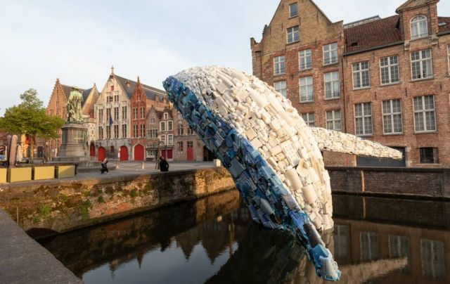 38-foot-tall Whale made of Plastic Waste (1)
