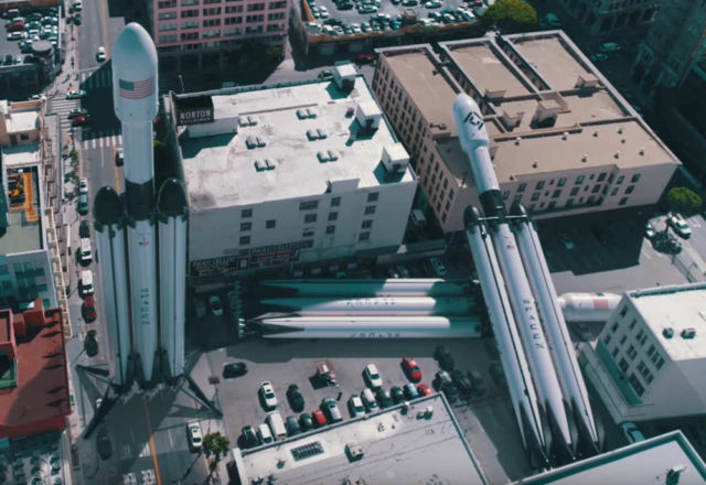 This is how Big SpaceX Rockets really are
