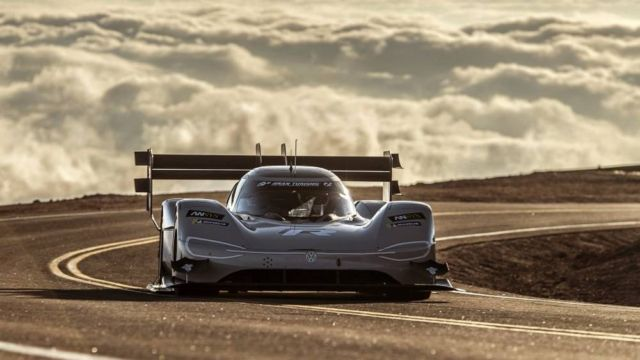 VW electric racing car smashes Pikes Peak's record