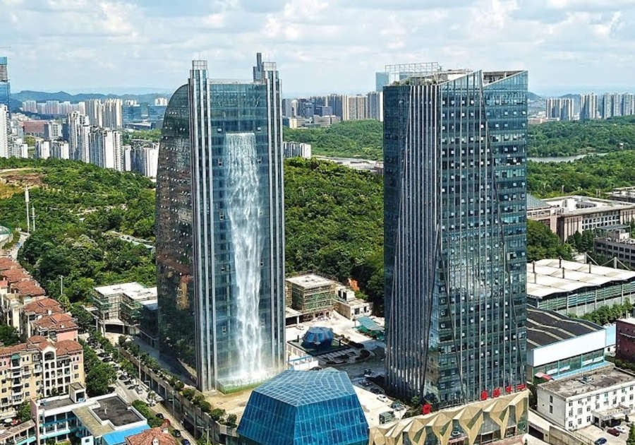 100 meter Waterfall on a Skyscraper