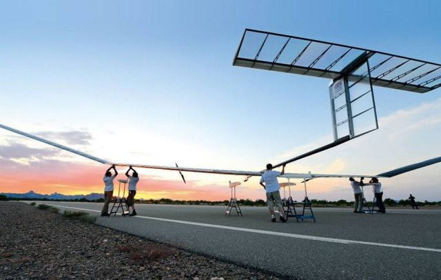 Airbus' solar-powered Zephyr smashes flight duration record (2)