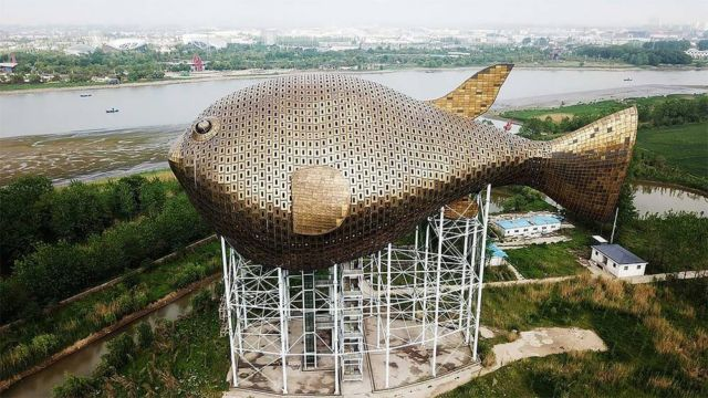 The 90-meter-long Puffer Fish Tower in China (3)