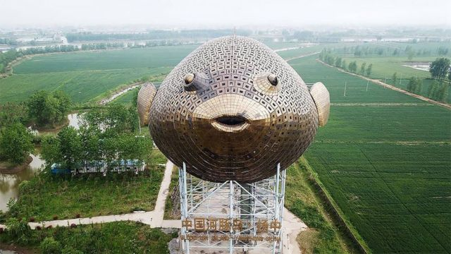 The 90-meter-long Puffer Fish Tower in China (2)