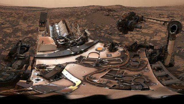 Curiosity Mars Rover on Vera Rubin Ridge - 360 view