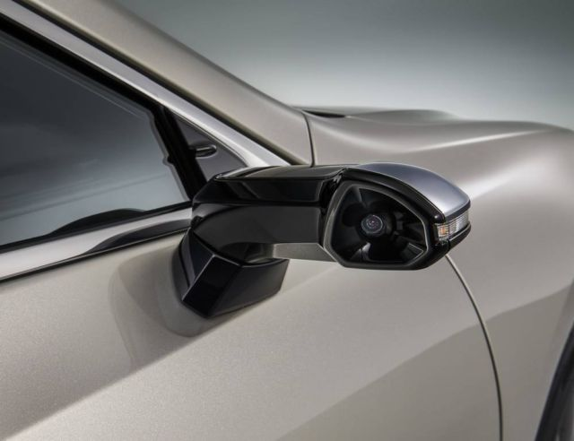 Lexus ES is the first production car with Digital Side Mirrors