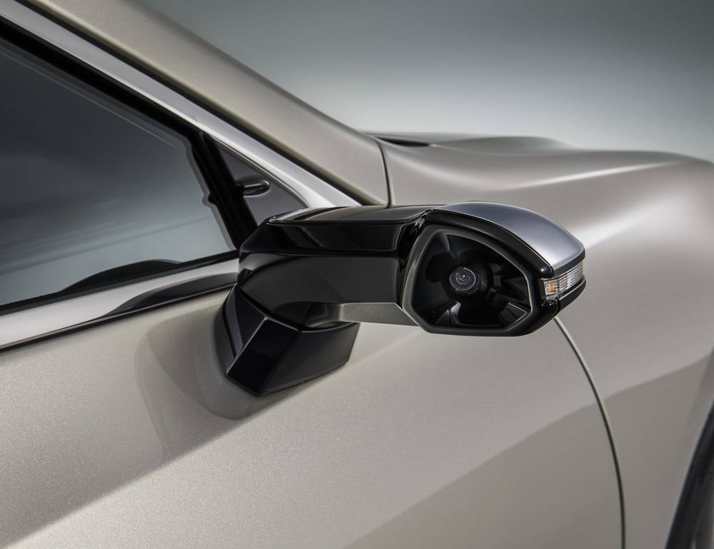 Lexus ES is the first production car with Digital Side Mirrors (8)