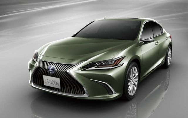 Lexus ES is the first production car with Digital Side Mirrors (7)