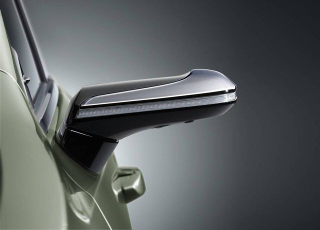 Lexus ES is the first production car with Digital Side Mirrors (6)