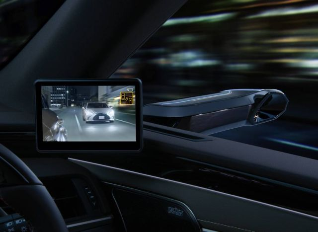 Lexus ES is the first production car with Digital Side Mirrors (4)