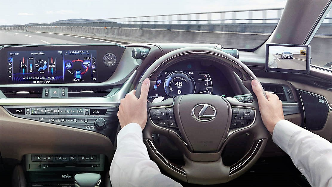 Lexus ES is the first production car with Digital Side Mirrors (1)
