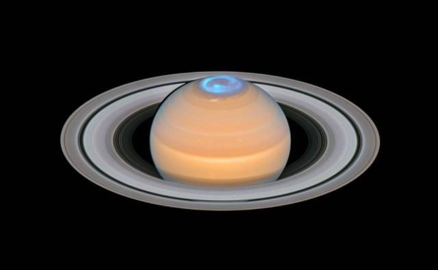 Spectacular Aurora around Saturn's North Pole
