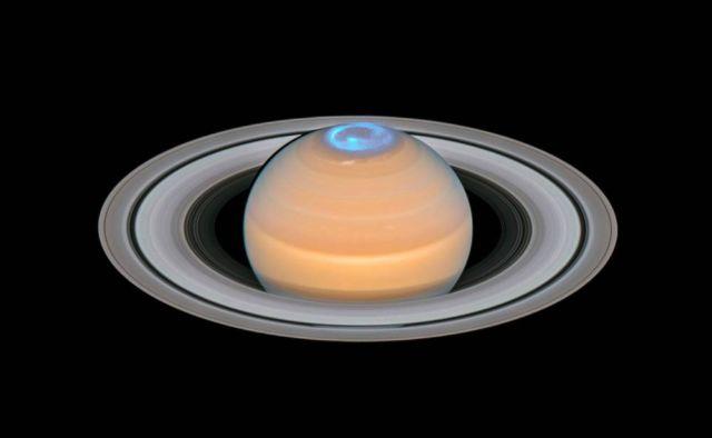 Spectacular Aurora around Saturn's North Pole