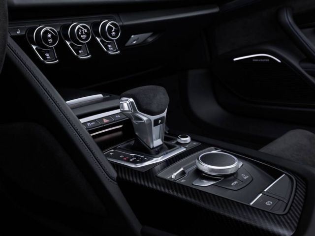 Extensive update for Audi R8 (5)
