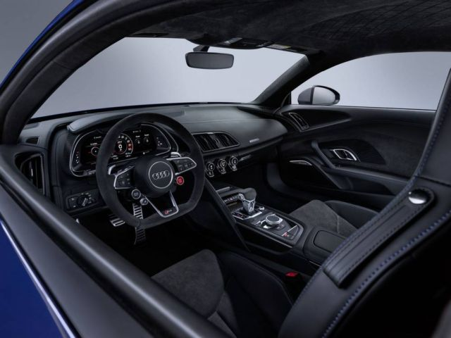 Extensive update for Audi R8 (6)