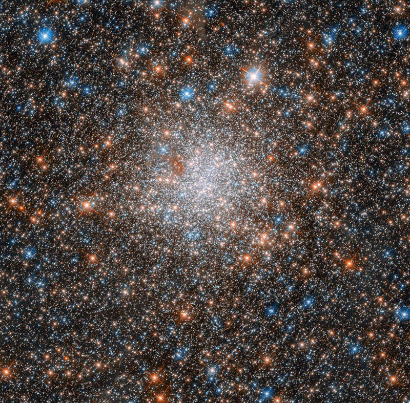 Hubble captures glittering Star Cluster in Nearby Galaxy