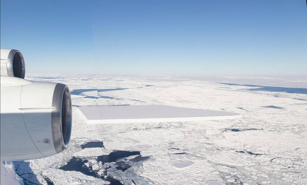 NASA releases new Pics of the baffling Rectangular Iceberg (4)