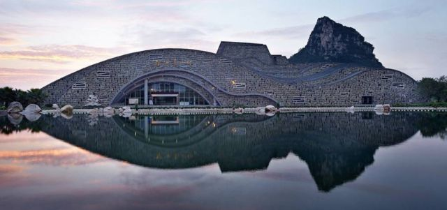 Sculptural Hall in China (7)