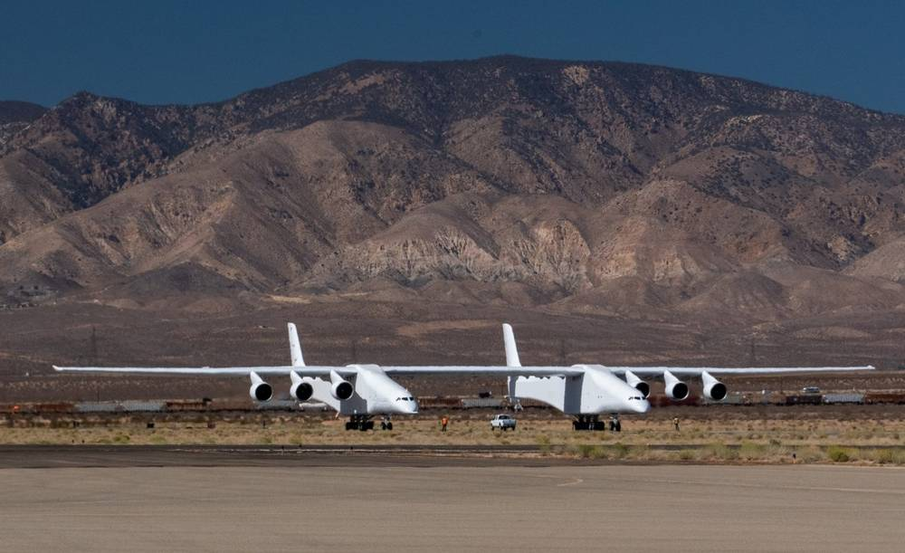 Stratolaunch Paul Allen's gigantic plane completes key Taxi test