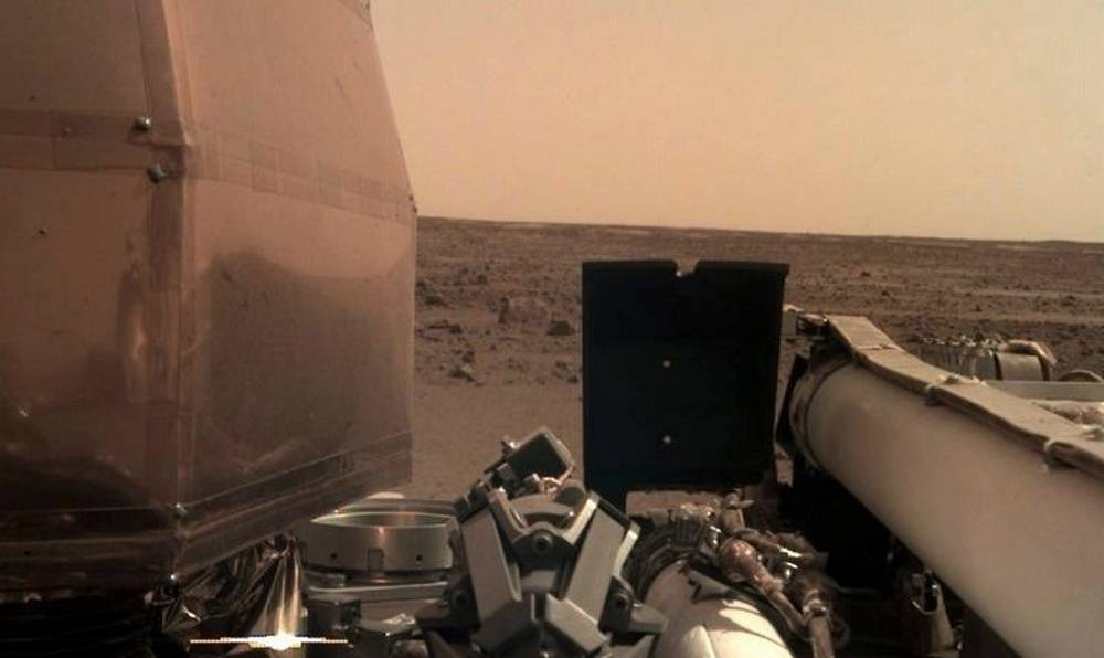 First Photo from NASA InSight lander on Mars (5)
