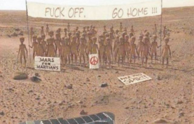 First Photo from NASA InSight lander on Mars (3)