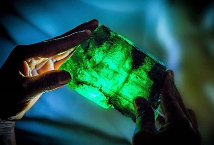 The Absolute unique 5,655 carat Lion Emerald