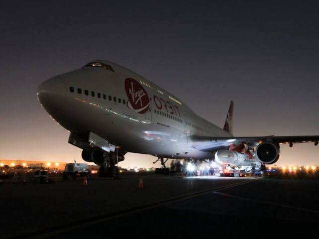Virgin Orbit's LauncherOne meets Cosmic Girl 747 (3)