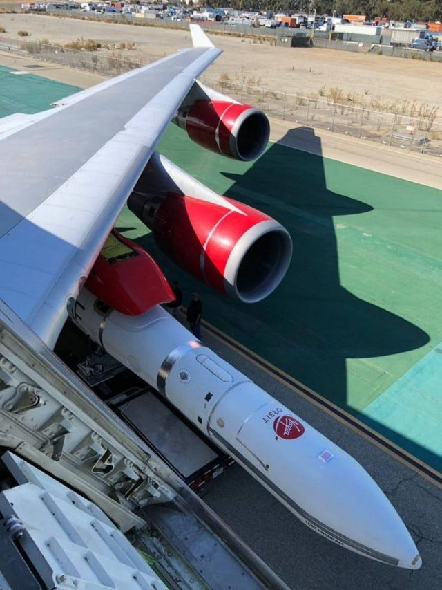 Virgin Orbit's LauncherOne meets Cosmic Girl 747 (1)