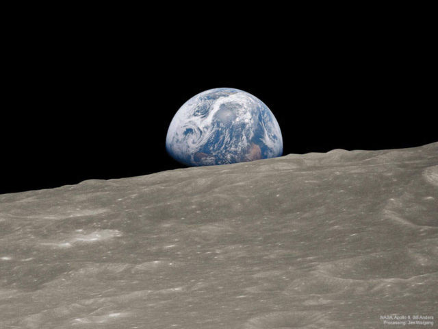 Earthrise- a video reconstruction