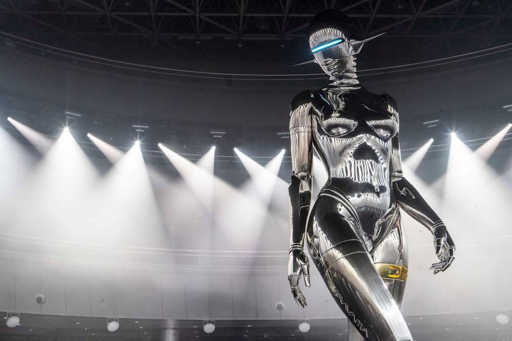 Hajime Sorayama's giant robot for Dior