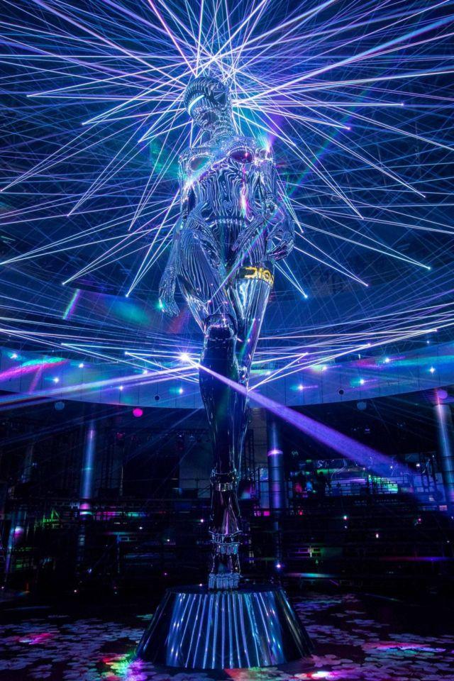 Hajime Sorayama's giant robot for Dior (4)