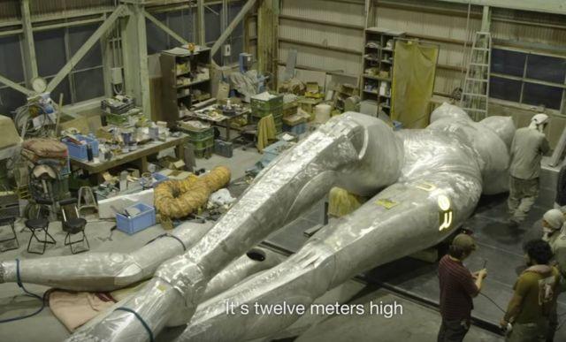 Hajime Sorayama's giant robot for Dior (1)